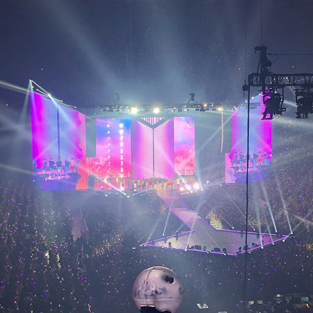 One more thing for the list of things I never expected to do this year: saw BTS in concert yesterday. Everything from the light sticks Bluetooth-synced with the set list, to the awesome stage, to the great performance was awesome. Definitely one of the coolest shows I've ever been to. #bts #worldtour #chicago #concert #loveyourself