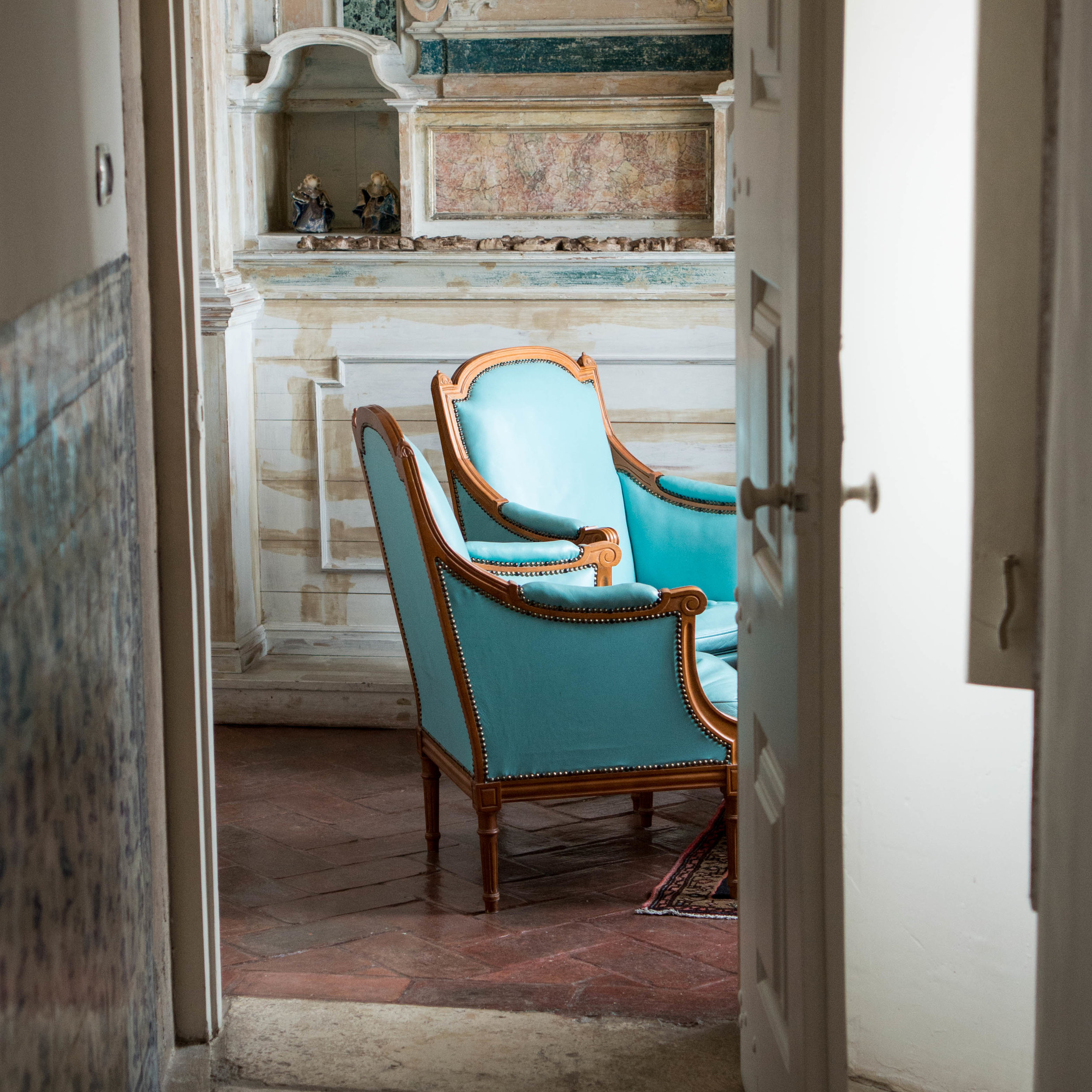 SITTING ROOMS - Sit in silence and beauty from the vantage of more than 380 windows and doors offering glimpses of urban landscape and the ports that brought the Portuguese explorer fame during the Age of Discovery.