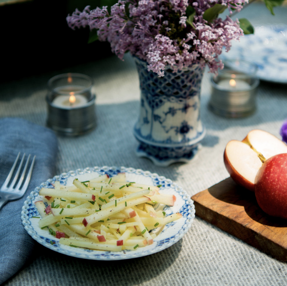 HONEYCRISP APPLE & MANCHEGO SALAD - The Honeycrisp apple's sweetness, firmness, and tartness make it an ideal apple for eating raw.