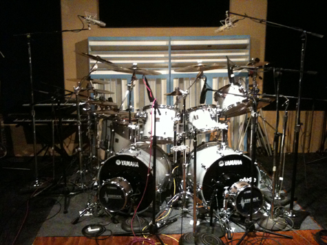 """Paul's Testament kit is a Yamaha Oak Custom 9-piece kit. Sizes are:    22"""" x 16"""" Bass Drum (x2) 20"""" x 16"""" Gong Drum 10"""" x 8"""" Rack Tom 12"""" x 10"""" Rack Tom 14"""" x 12"""" Rack Tom 16"""" x 16"""" Floor Tom 18"""" x 18"""" Floor Tom 14"""" x 5.5"""" LOUD Series Snare Drum"""