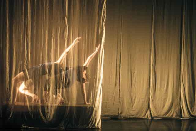 Mirror_Grad_Dance_photography_2015_-103.jpg