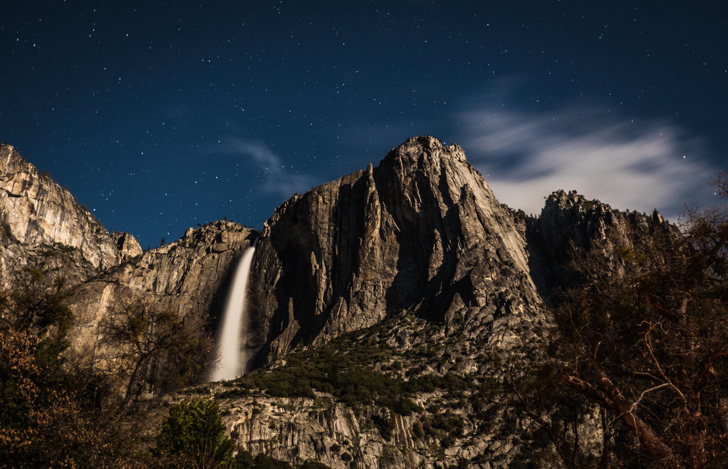 _25 Yosemite Waterfall Moonshie.jpg