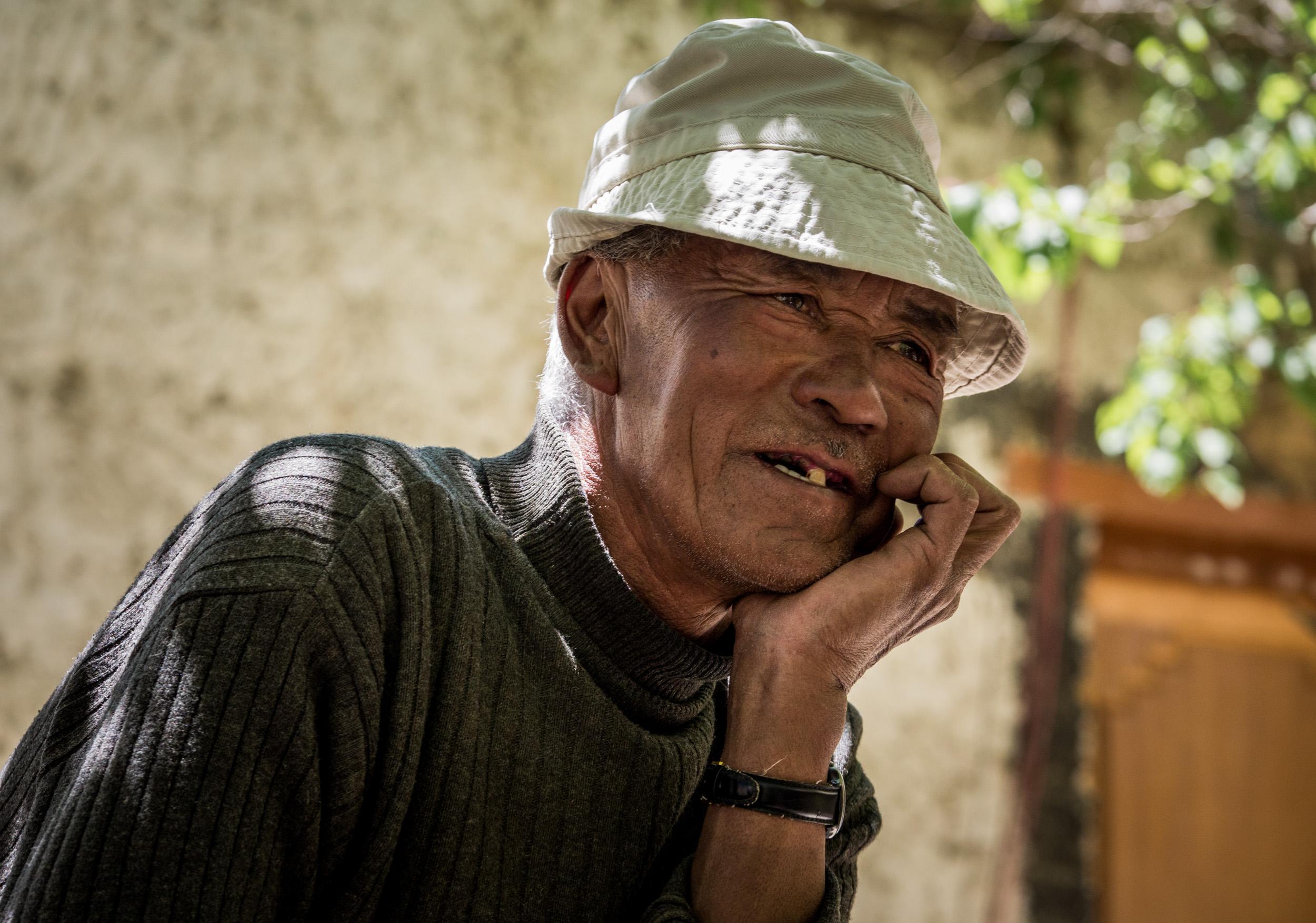 _11 Old man smilling Markha Valley India.jpg
