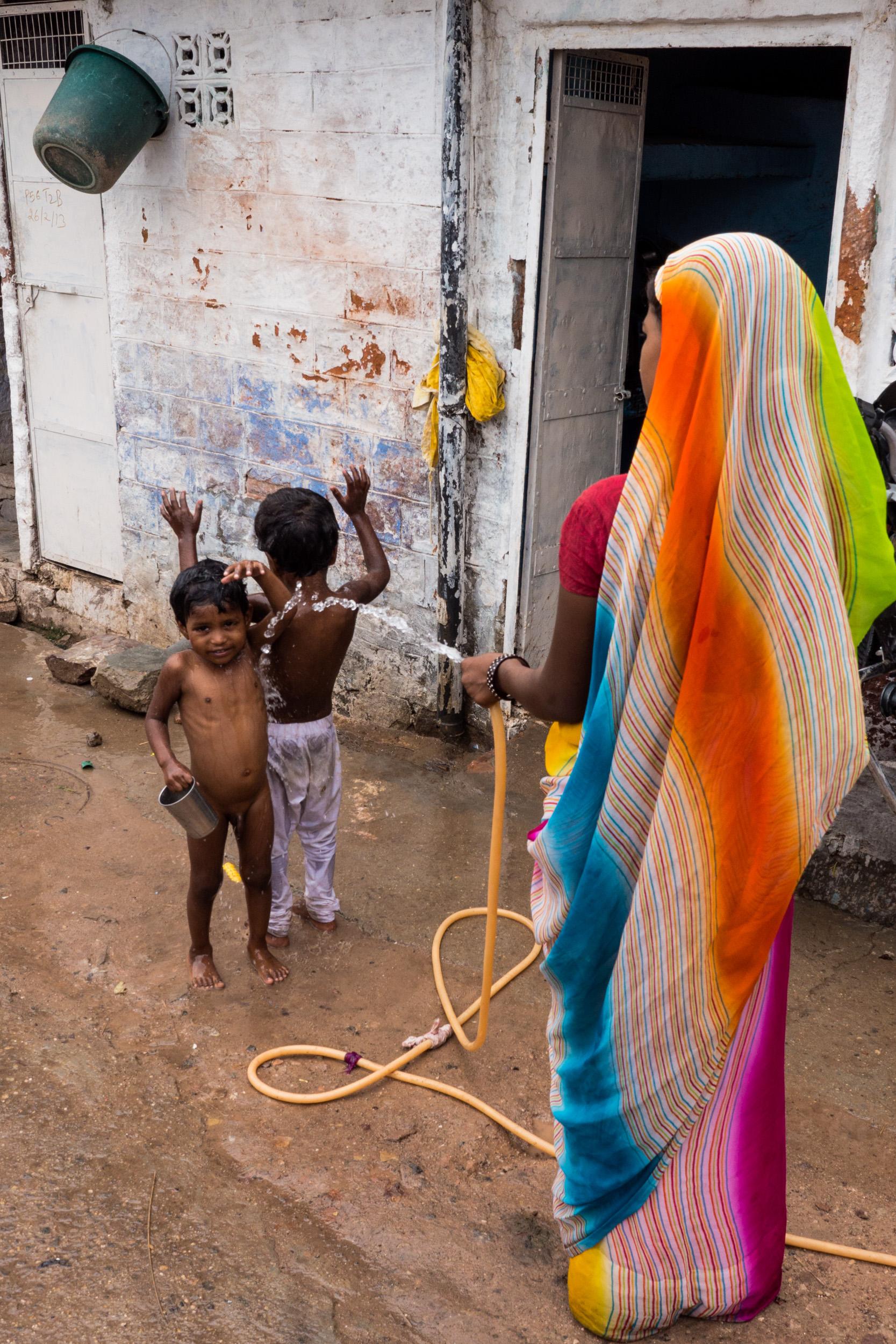 _20 Woman In Sari Spraying water at kids Jodhpur.jpg