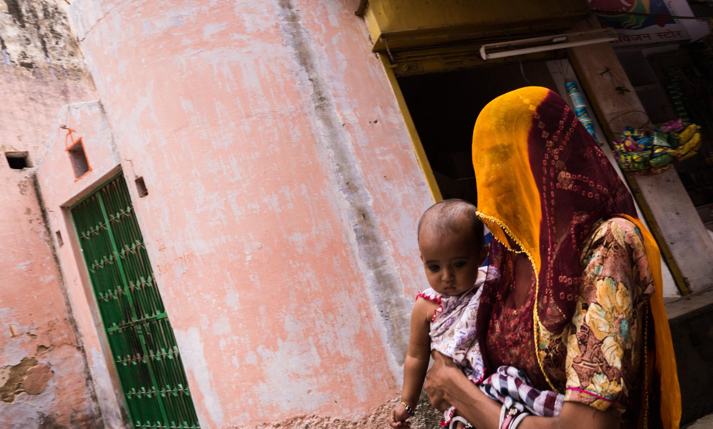 _21 Woman in Redyellow Sari with Child Pushkar.jpg