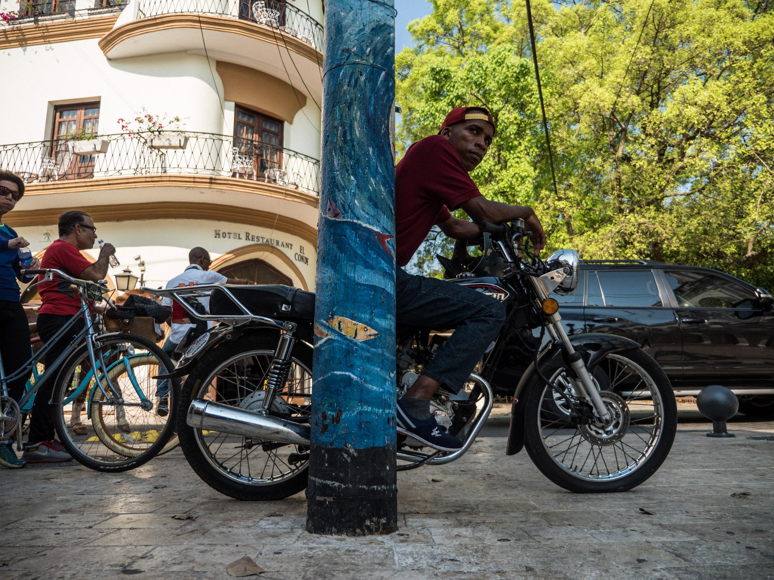 _32 Man resting on Bike Santo Domingo .jpg