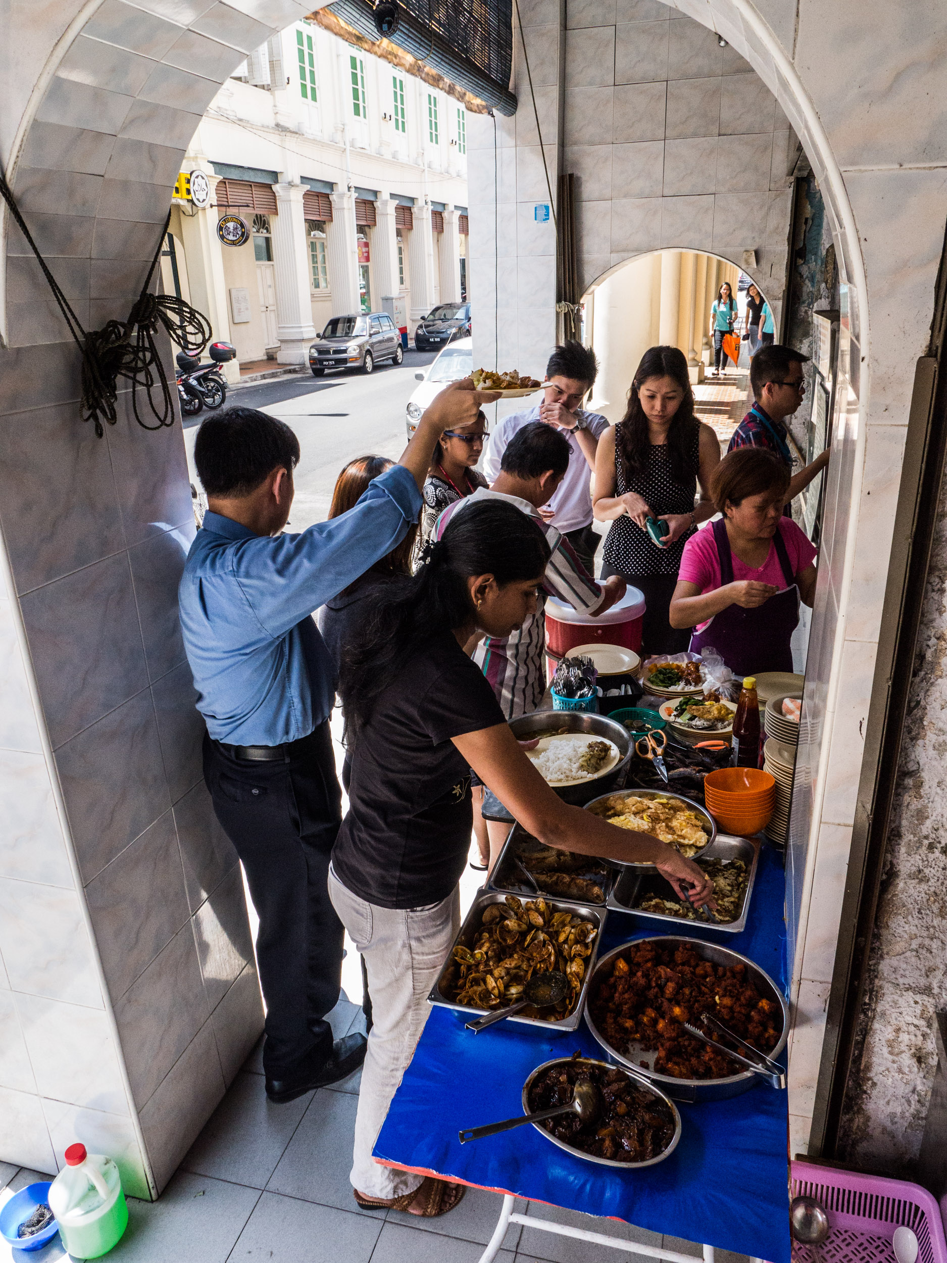 _40 People odering street food Penang Malaysia.jpg