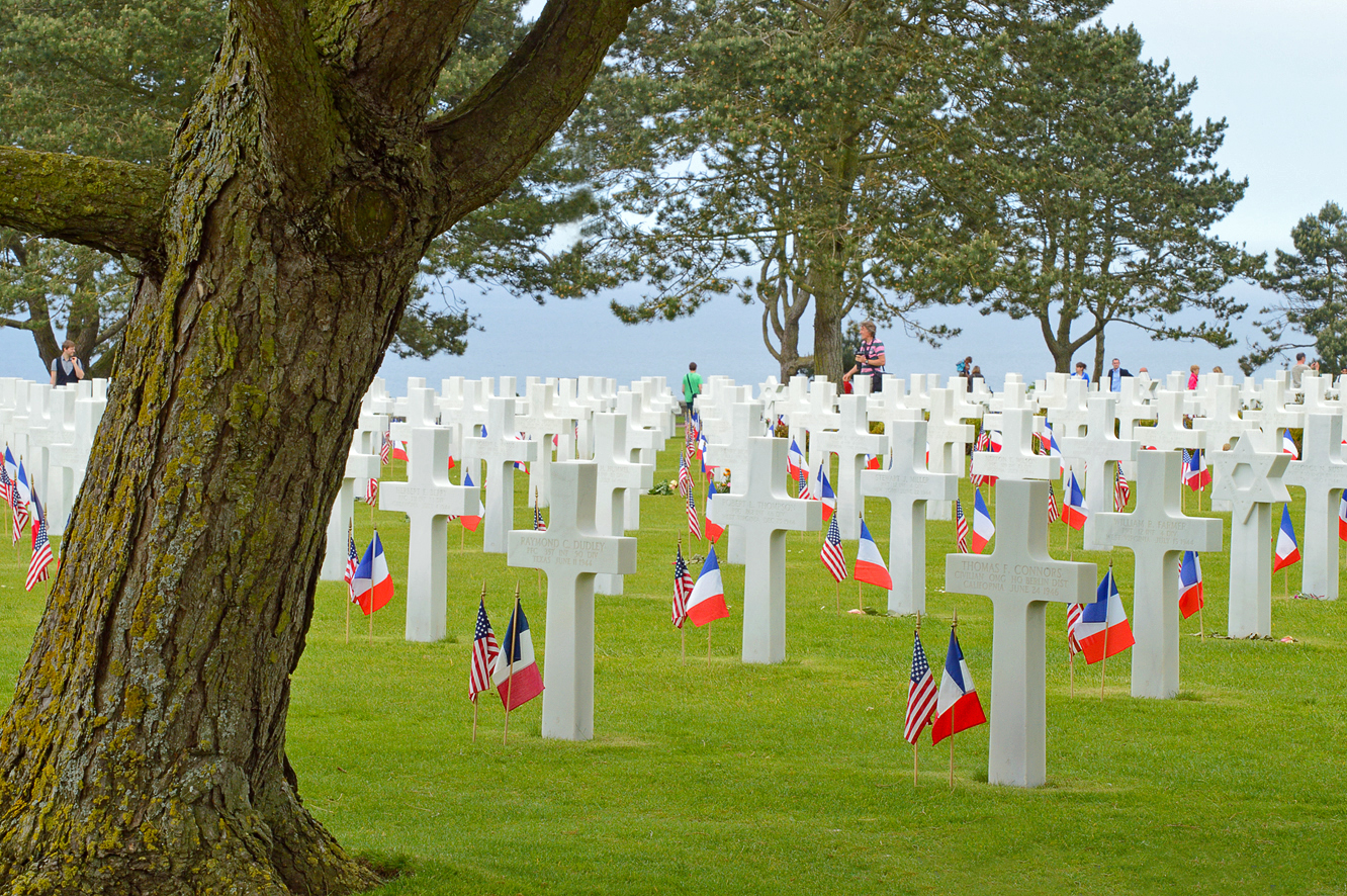 The Cemetery a few days after D-Day anniversary in 2012 (Wikimedia Commons)