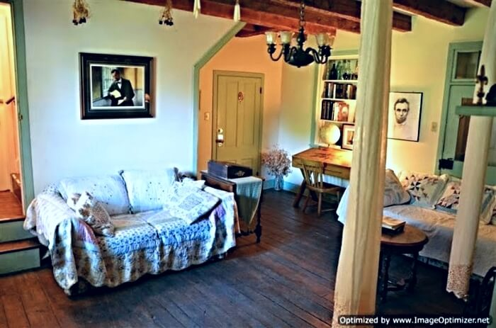 The Lincoln room inside the 1809 Farmhouse