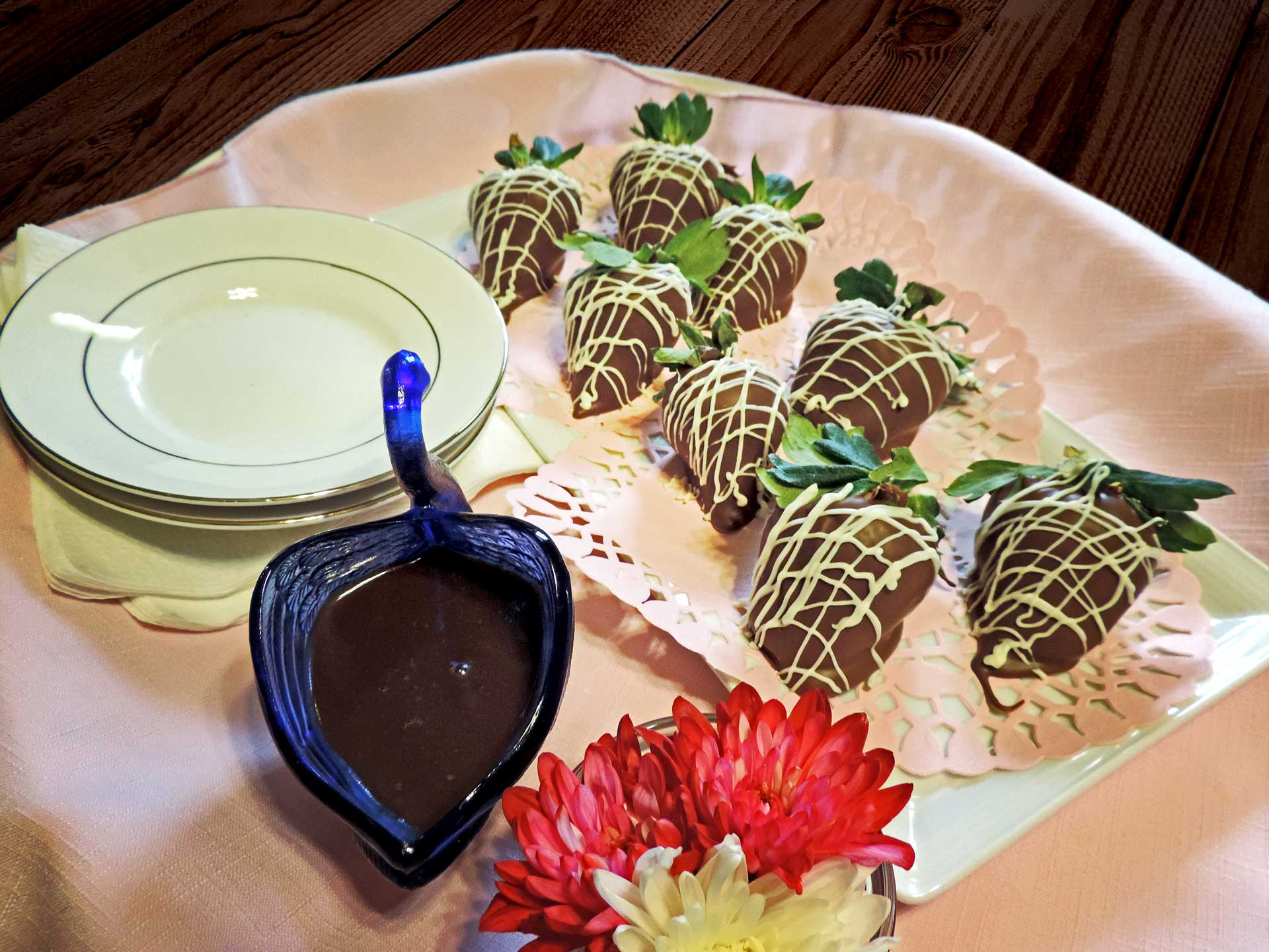 Home Made Chocolate Dipped Strawberries with Chocolate Dipping Sauce
