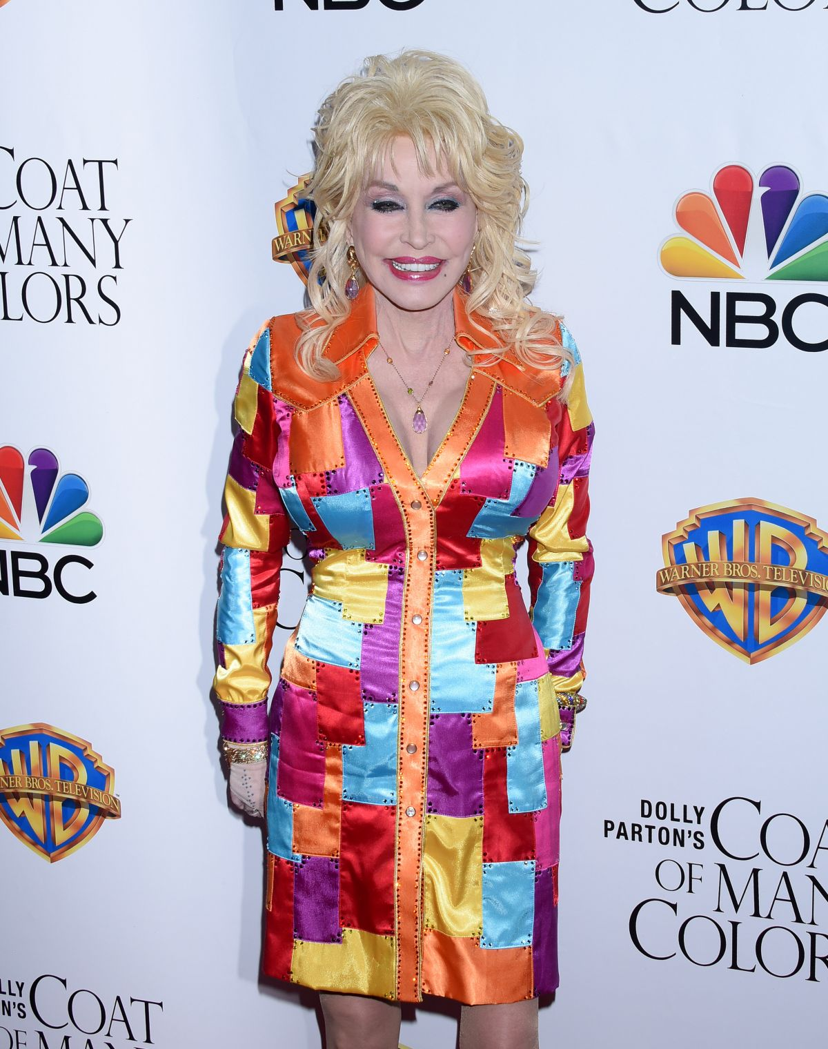 dolly-parton-at-dolly-parton-s-coat-of-many-colors-premiere-in-hollywood_1.jpg