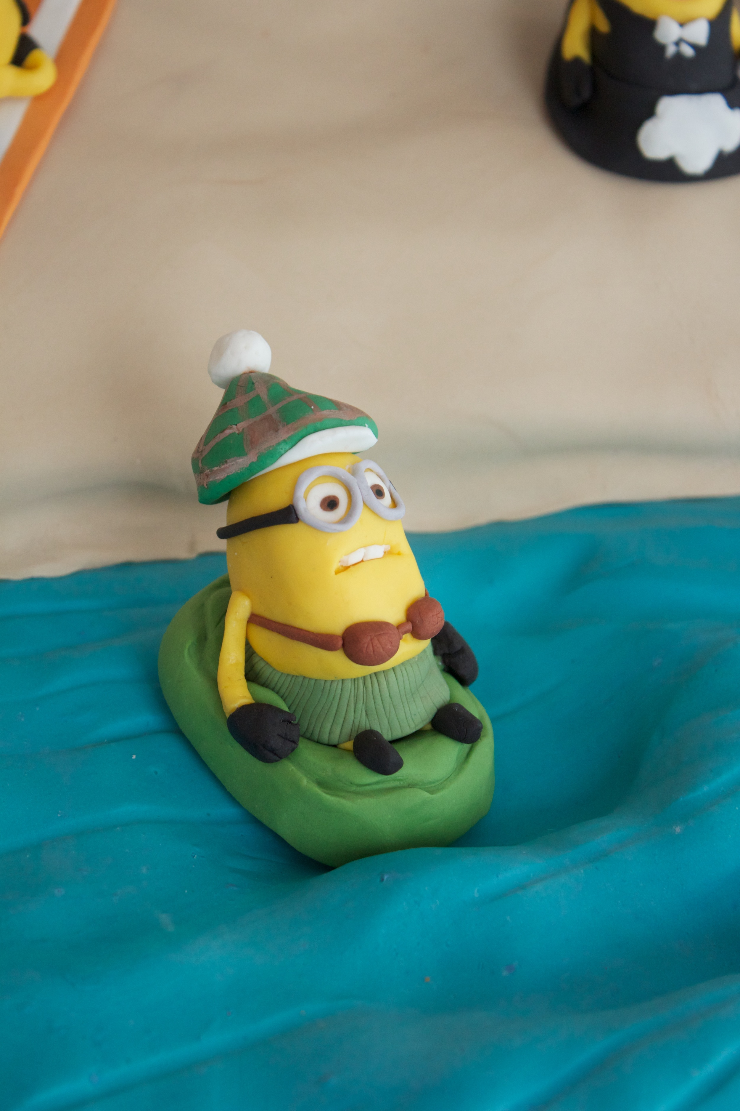 Minion cake close raft 8034.jpg