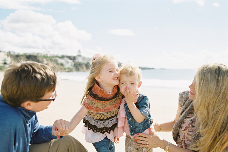 orange-county-family-photographer-victoria-oleary-day-at-the-beach-05a.jpg