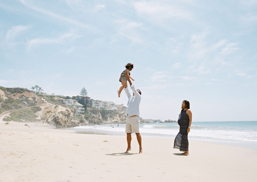 fun_loving_maternity_family_pictures_on_beach_victoria_oleary_orange_county_photographer_4c.jpg