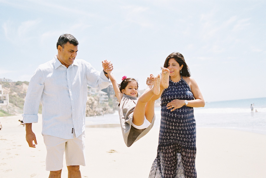 fun_loving_maternity_family_pictures_on_beach_victoria_oleary_orange_county_photographer_5.jpg
