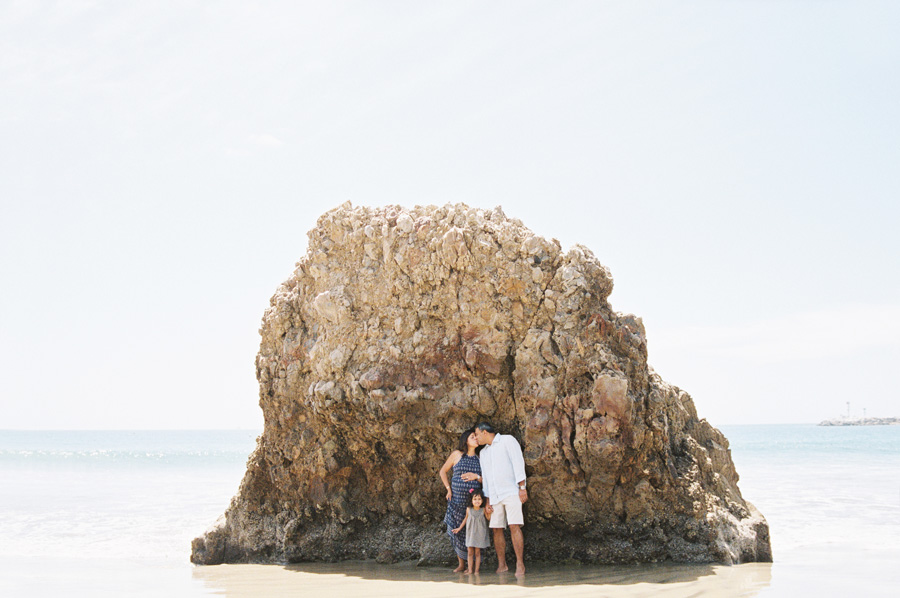 fun_loving_maternity_family_pictures_on_beach_victoria_oleary_orange_county_photographer_9.jpg