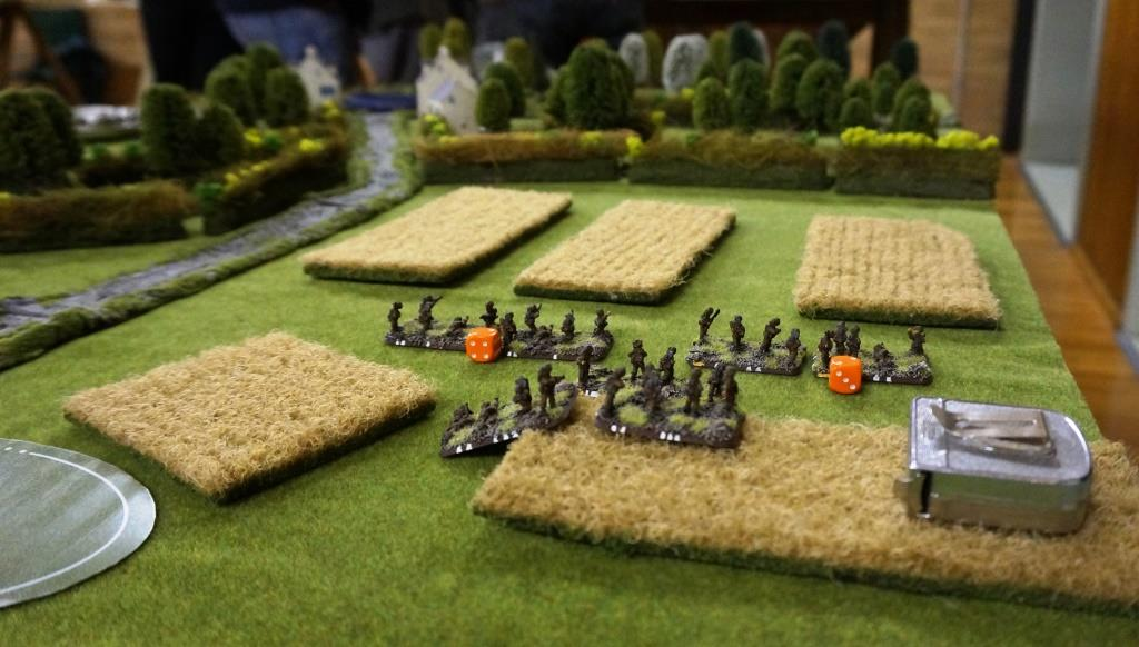 1st Platoon faces off against 1. Zug (behind the hedge)