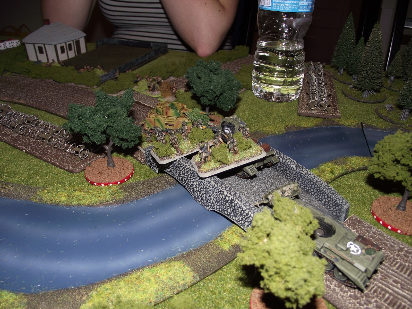 The other group of Paras makes a run for the flank of the lone remaining Panzer IV.