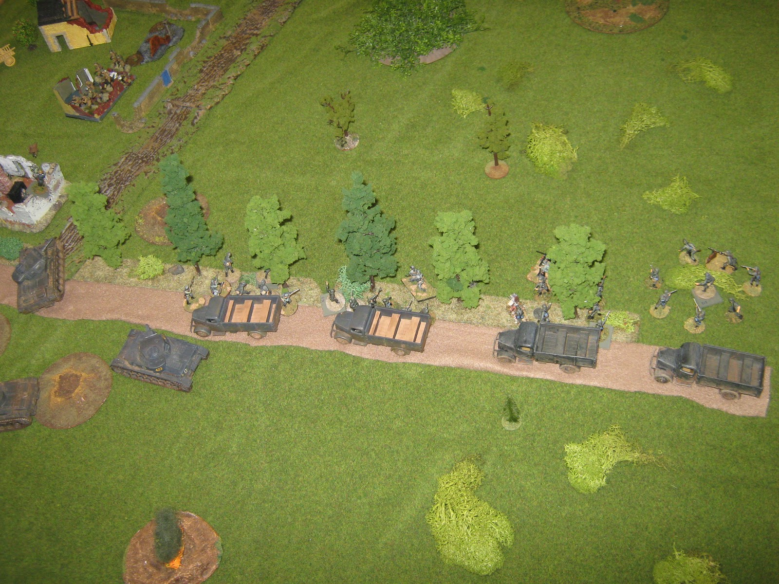 More reinforcements, this time infantry in trucks. Coming in was no problem, but backing the trucks off was worse. A major traffic jam, that proved to be trouble when a much needed AT-gun was needed later on.