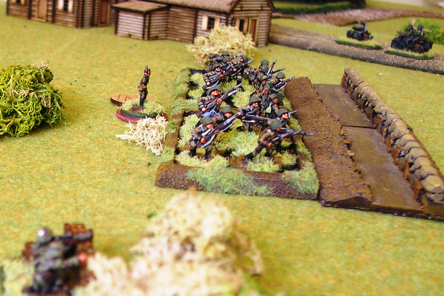 Soviet infantry lie in wait for the germans