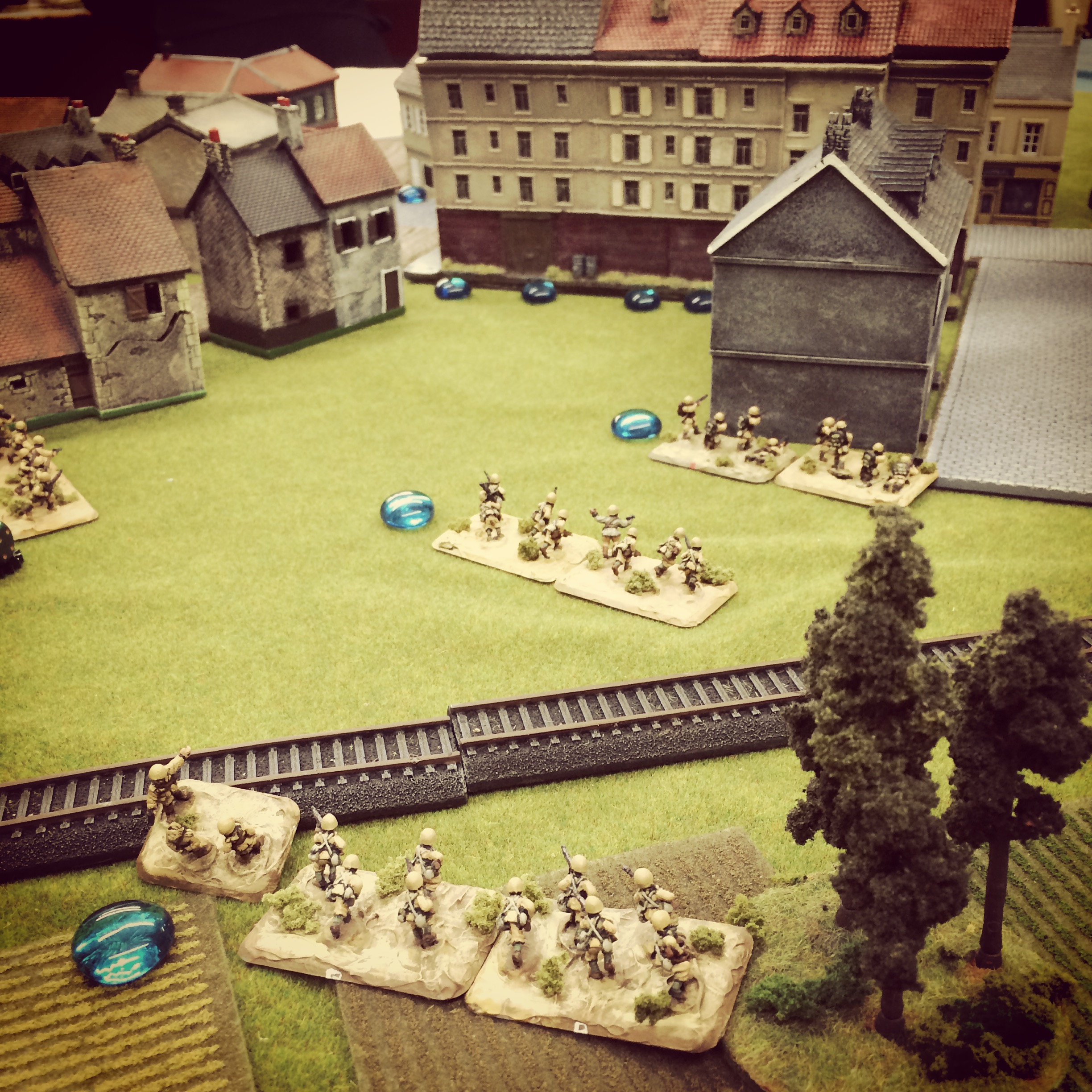 Italians encounter fire from US engineers defending from buildings