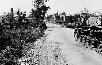 View towards Baskeyfield's position on the Acacialaan junction from behind the StuG seen in the picture below