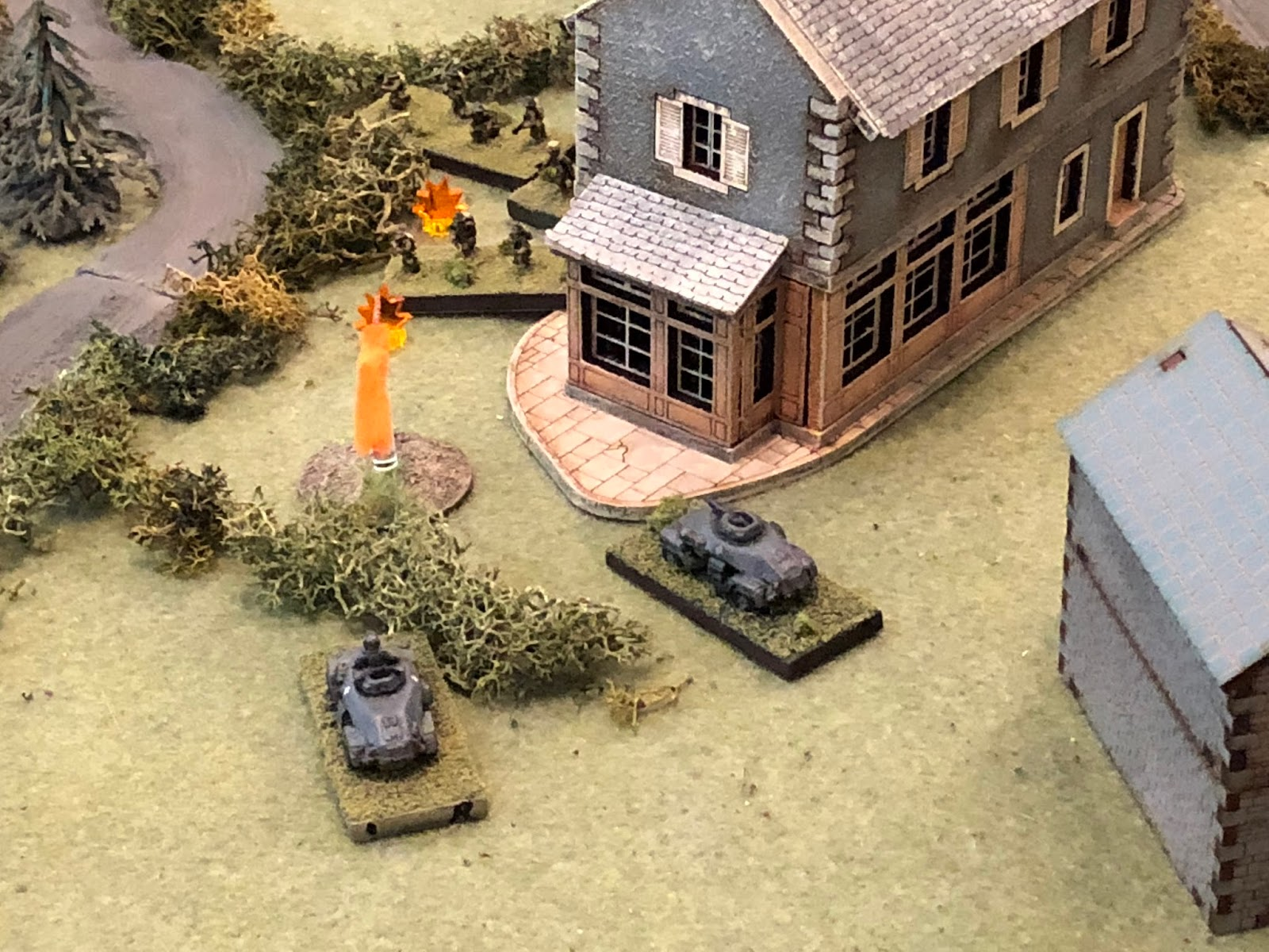 Lt Weidner rolls his vehicle up a bit (bottom left) and runs smack into Lt Renoir and two rifle squads!!!  The 20mm cannon roars...