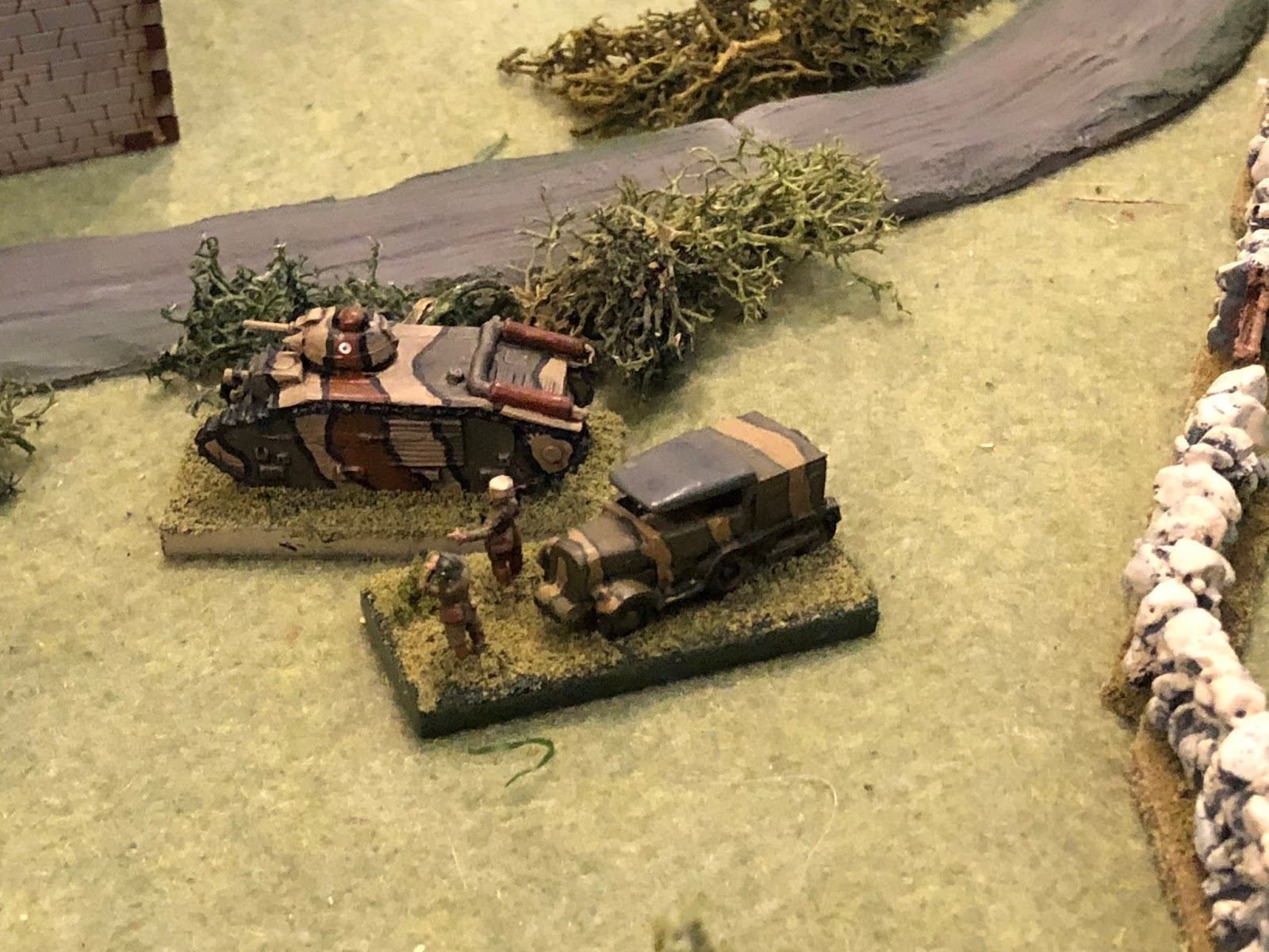 Major Renaut quickly gets to the Char B and gets the crew back into the fight.