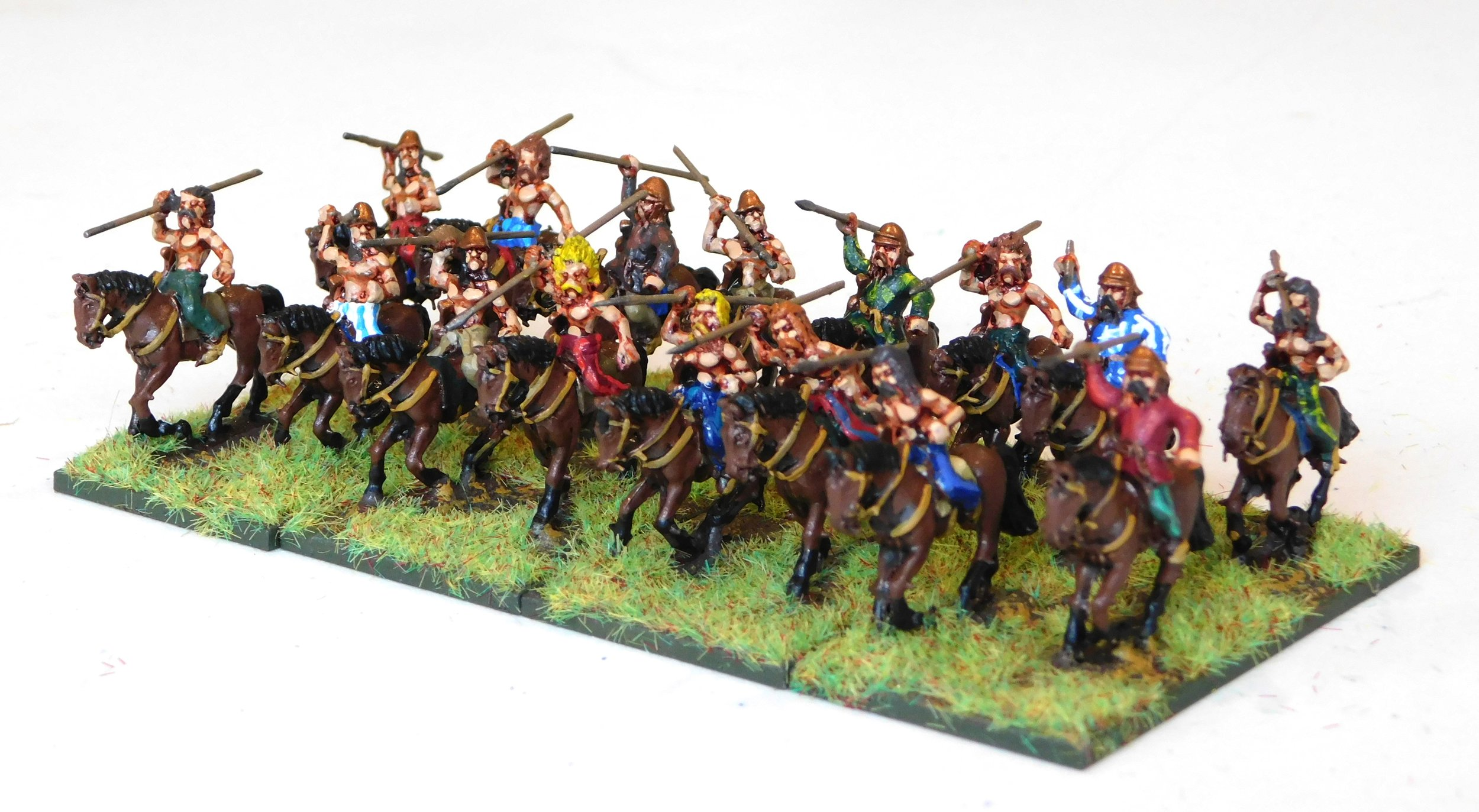 Another four bases of Celtic light cavalry to pad out my chariot units