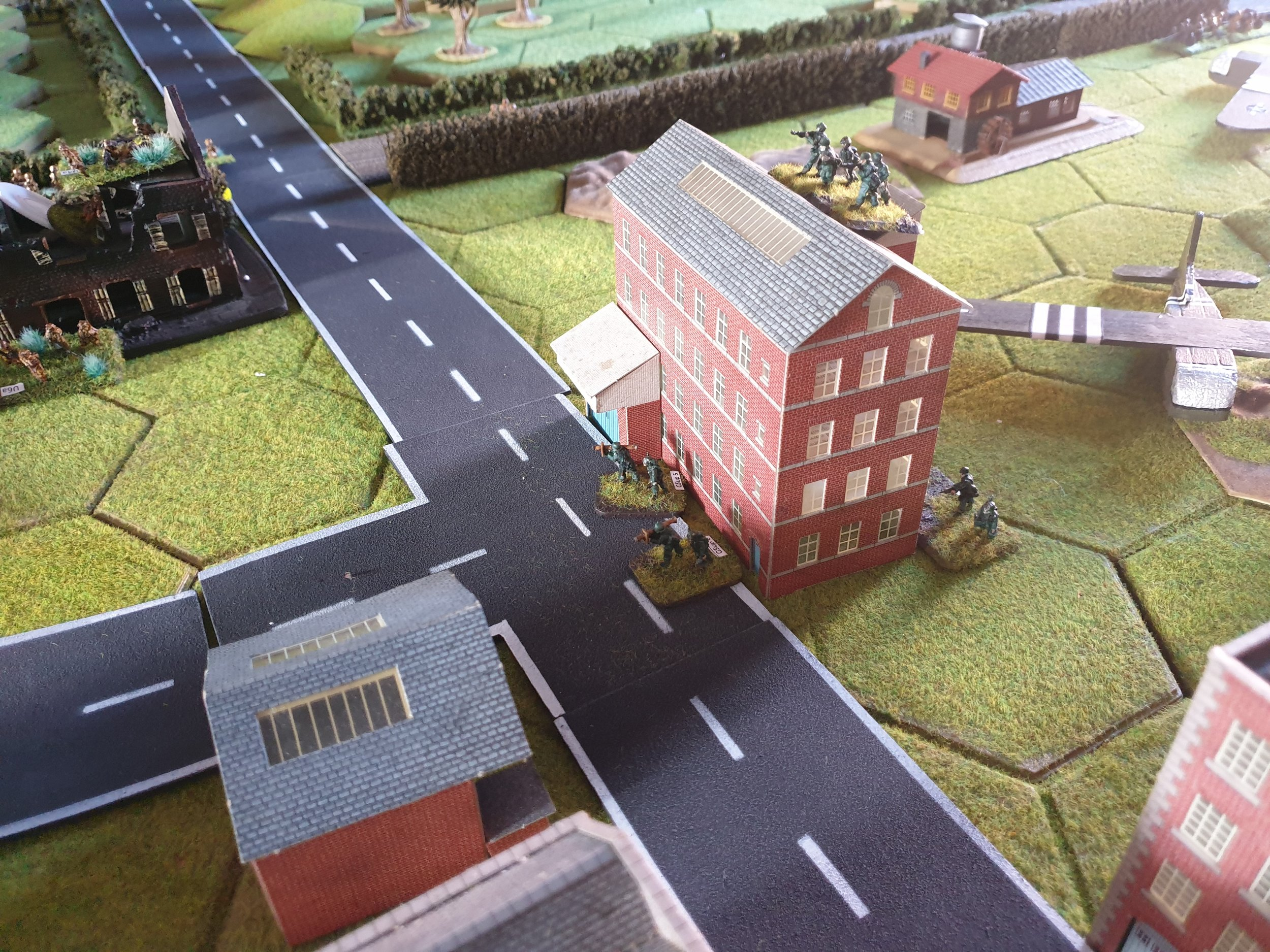 1st German squad on roof, figures at base are 2x Panzershrek teams taken off Blinds later