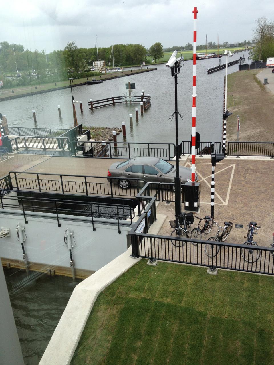 Slimme toepassingen om het energieverbruik te beperken zoals het terugwinnen van energie als de brug weer sluit.
