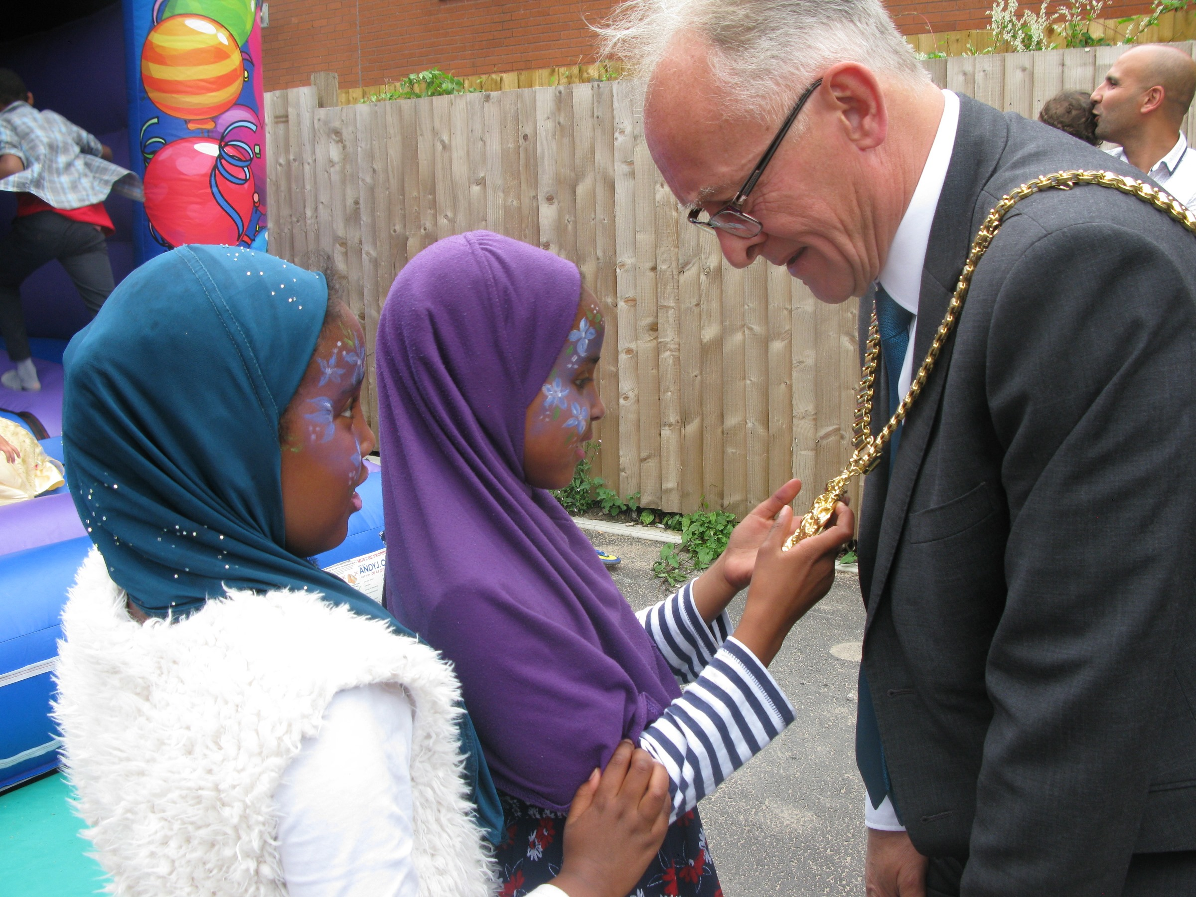 Marwah and Aaliyah check out the Lord Mayor's chains.