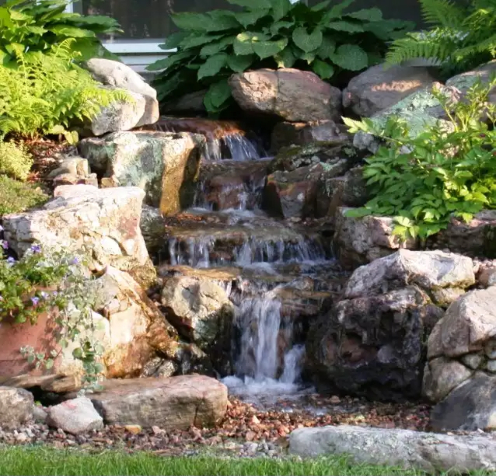 LUXE Homes Pro 017a water feature.jpg