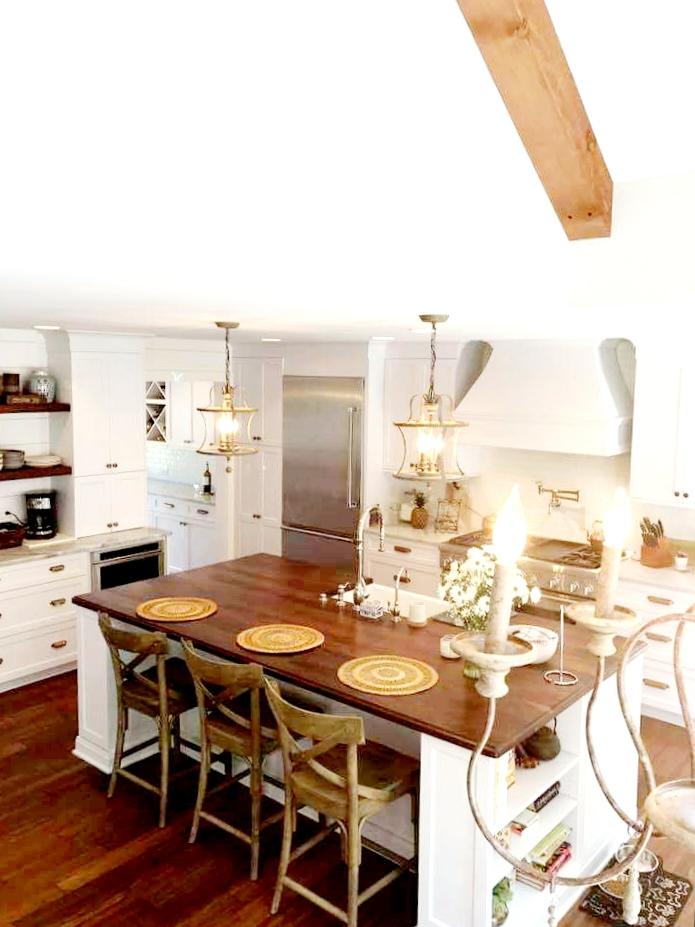 LUXE Homes Pro 019 kitchen island.jpg