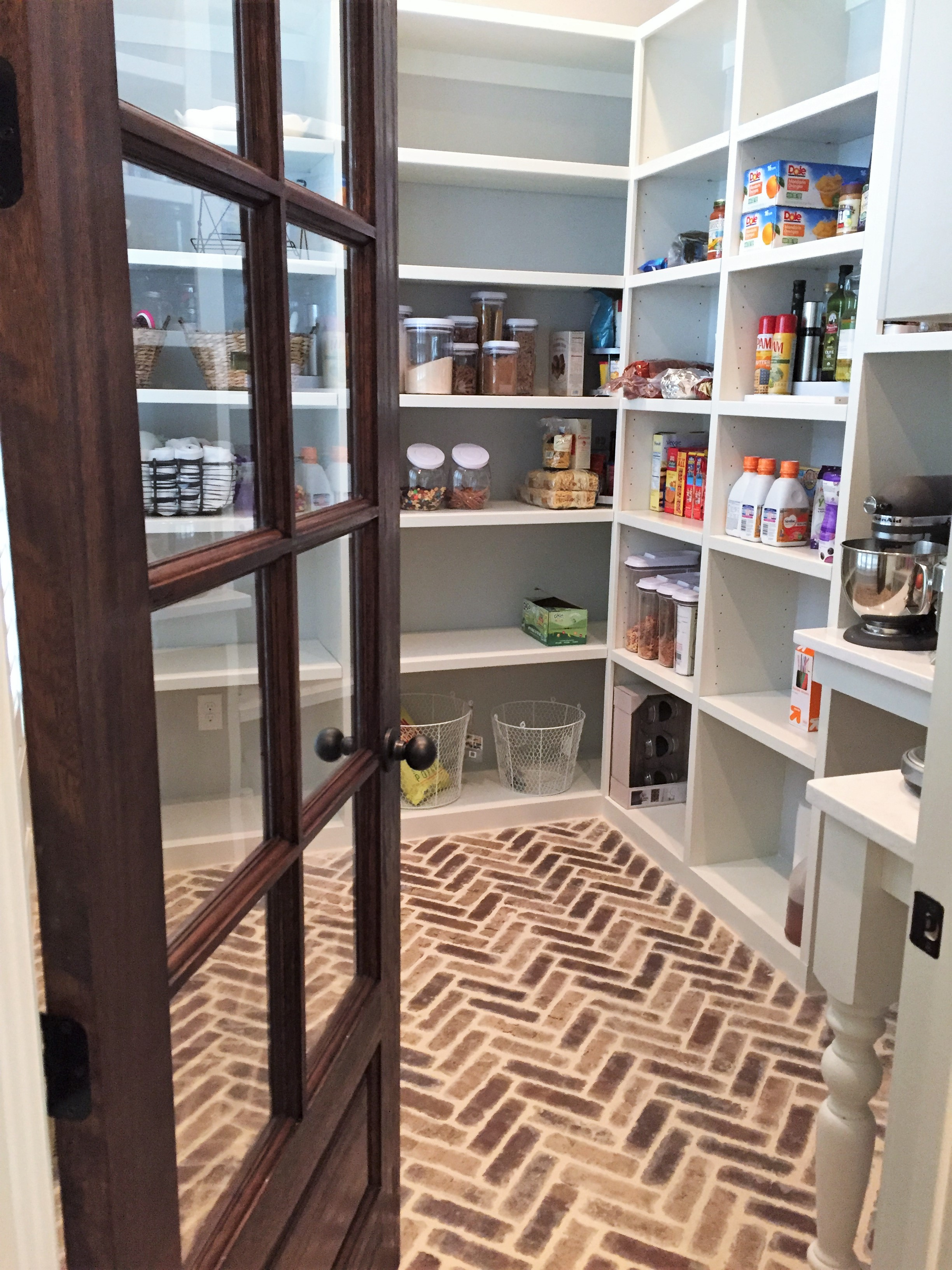 LUXE Homes Pro 028a pantry.JPG