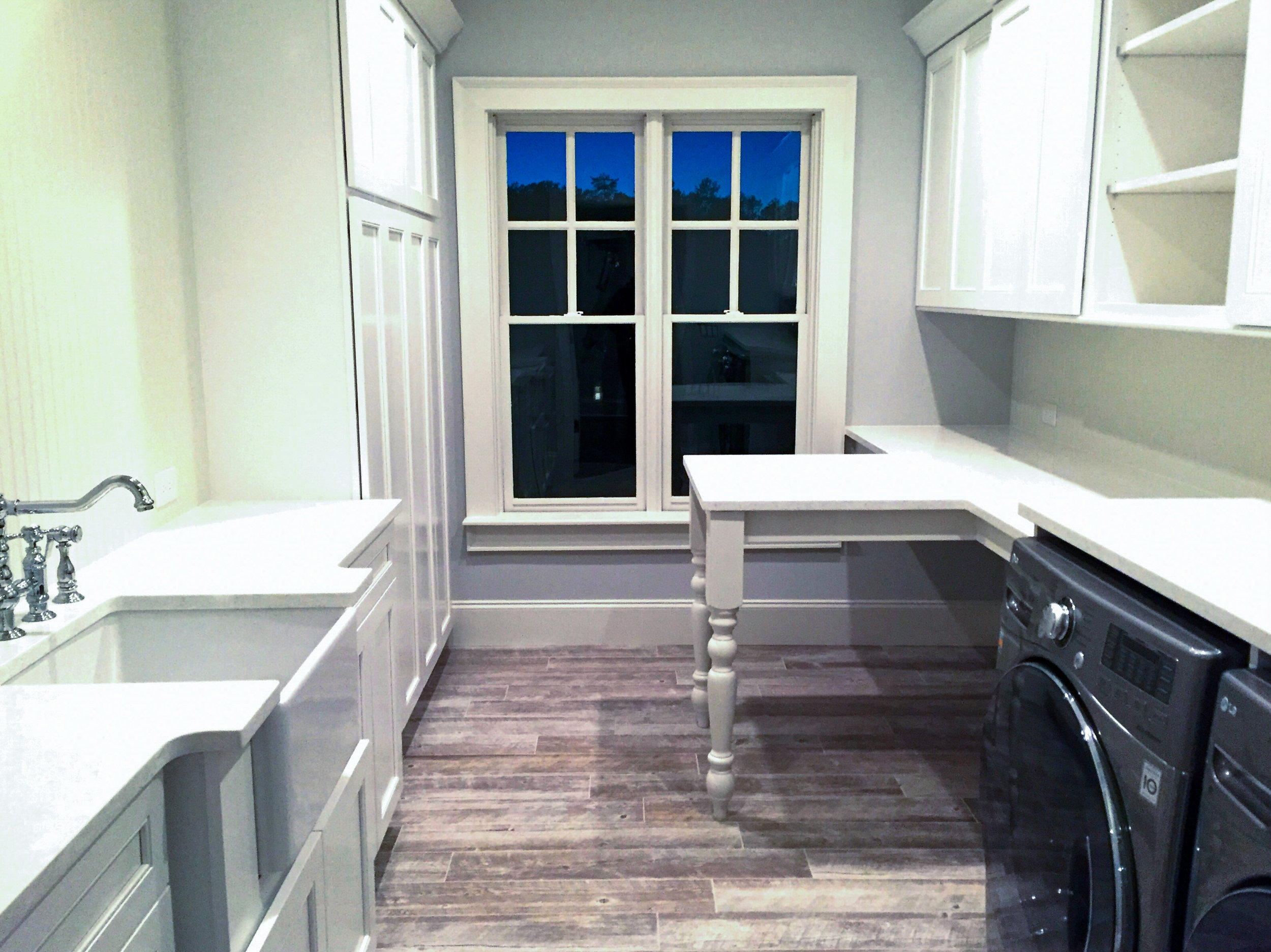 LUXE Homes Pro 029 laundry over foyer.jpg