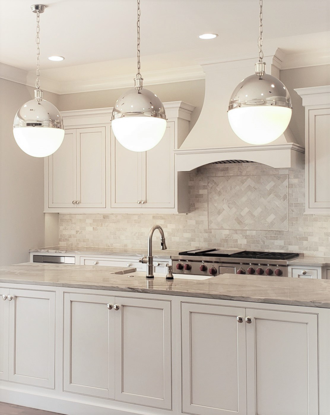LUXE Homes Pro 035 kitchen.jpg