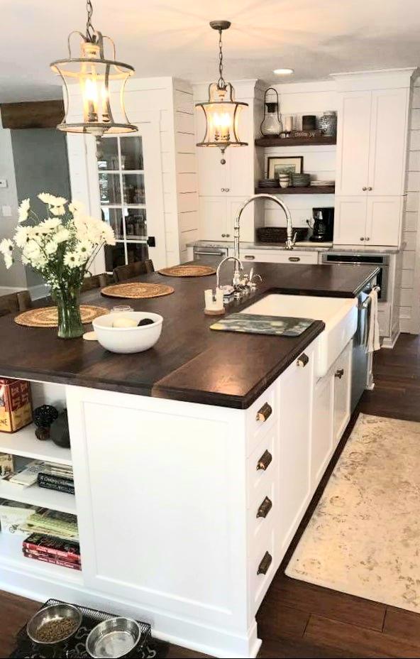 LUXE Homes Pro 042 kitchen.jpg