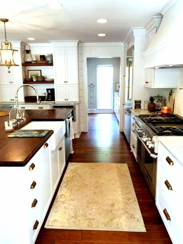 LUXE Homes Pro 043 kitchen to butler pantry.jpg