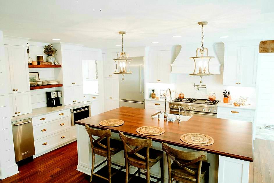 LUXE Homes Pro 044 kitchen .jpg