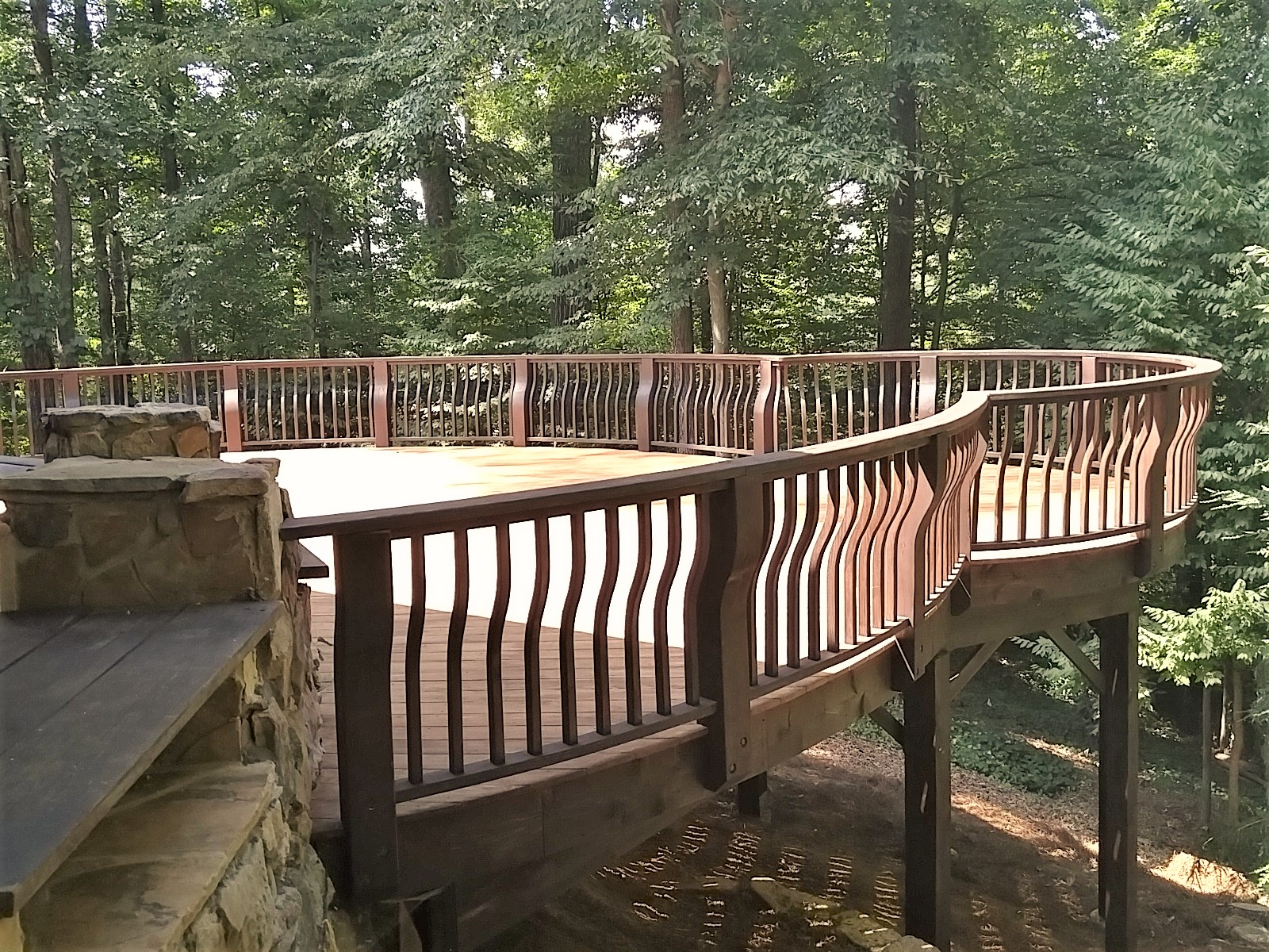LUXE Homes Pro Curved Deck.jpg