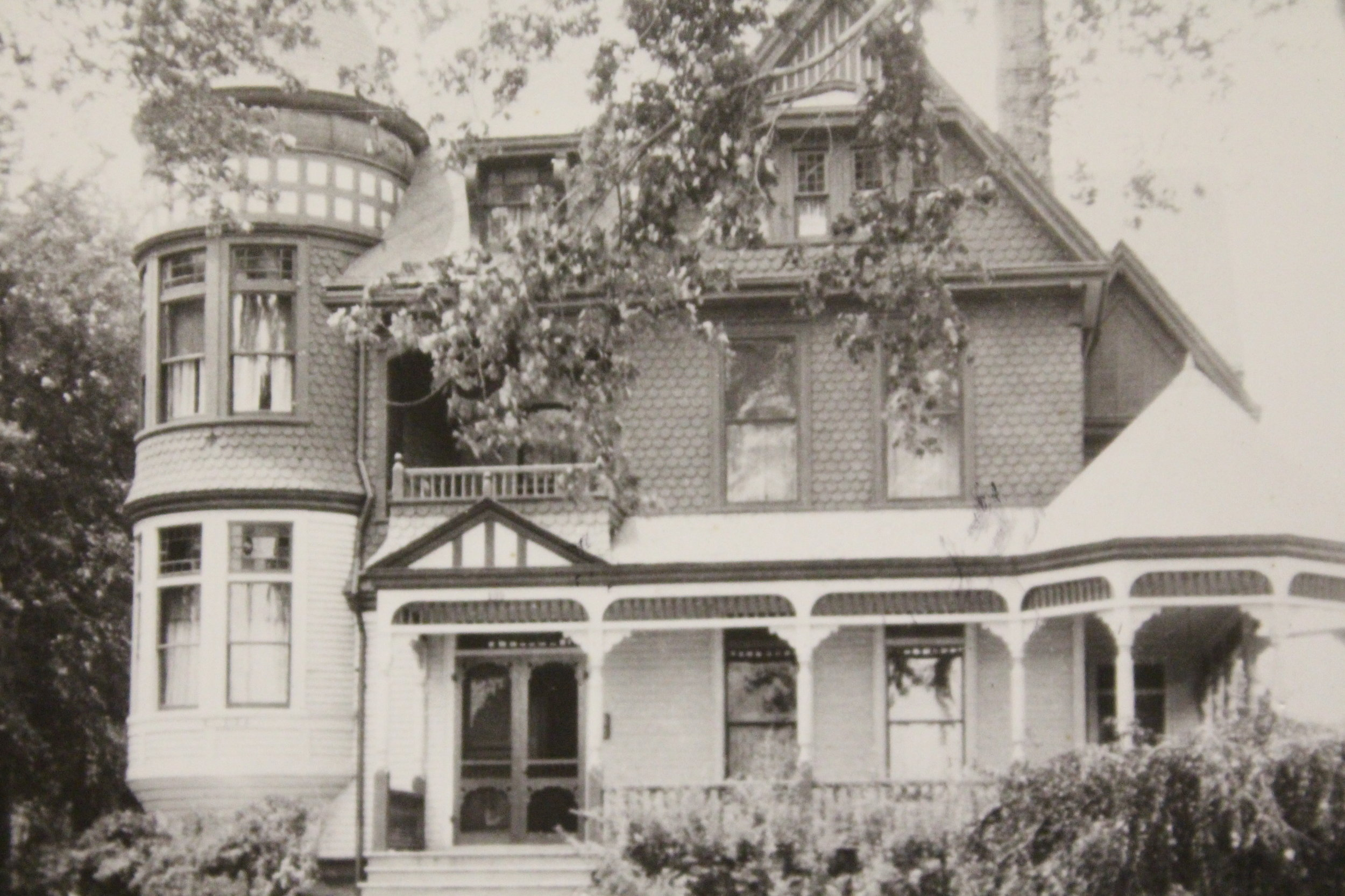 Heather House about 1920 after porches were added.JPG