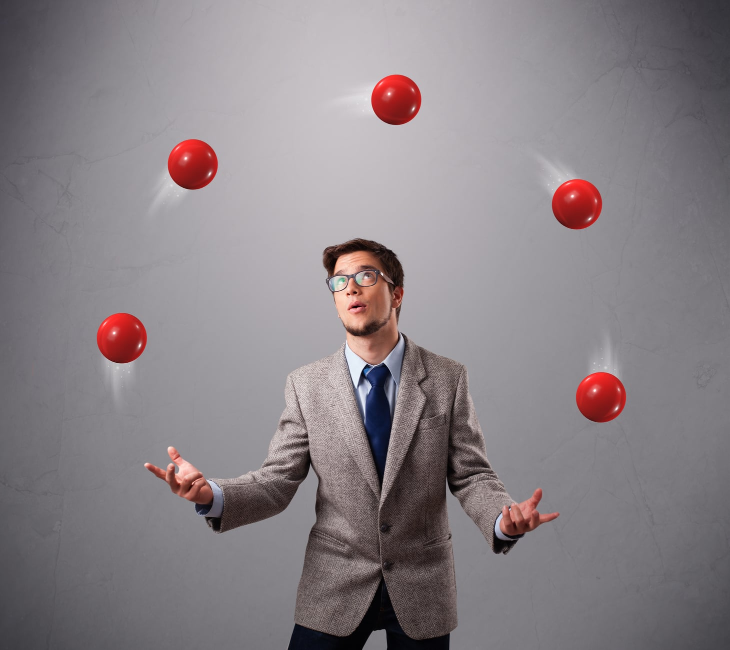 """Foto: """"young man standing and juggling with red balls"""" 
