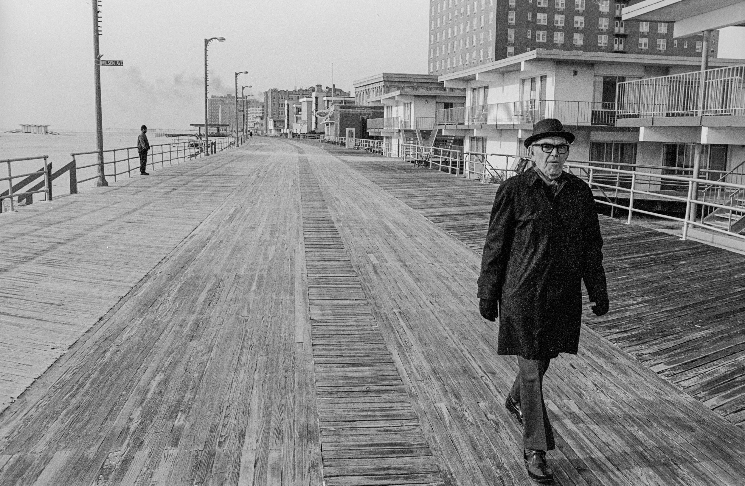 walkingmanboardwalk2.jpg