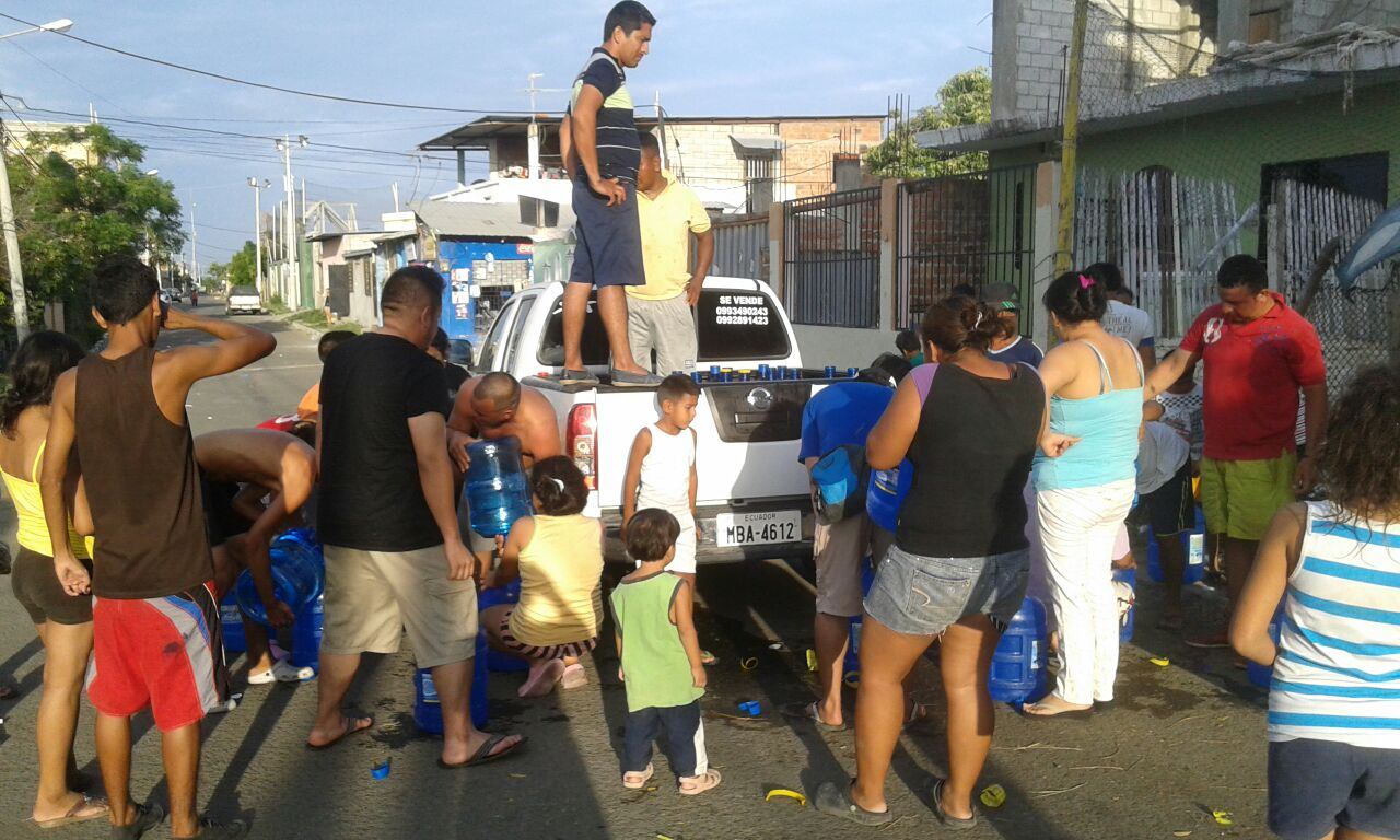 PADF partner Paz Esperanza delivers supplies in Portoviejo.