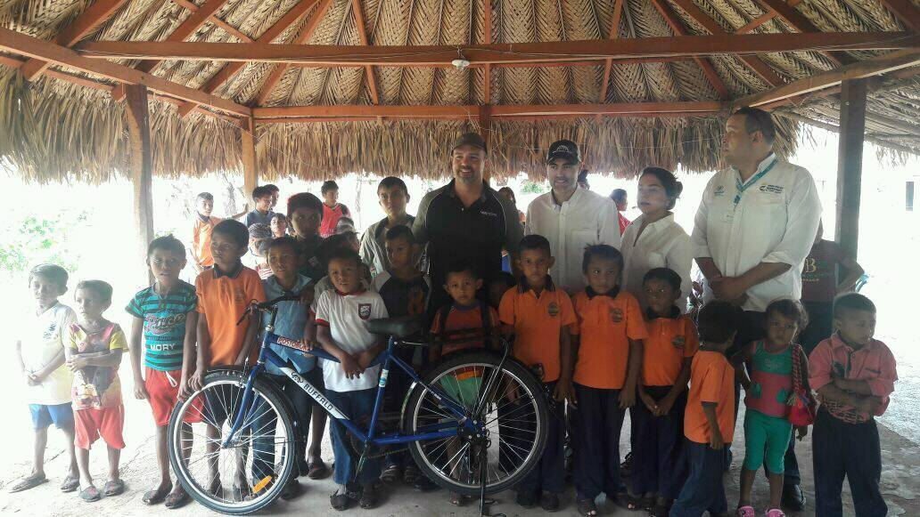 Students in Riohacha, La Guajira, received 150 bicycles through the MiBici program.