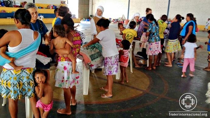 refugiados_missao_roraima_distribuicao_roupas_mulheres3_cri.jpg
