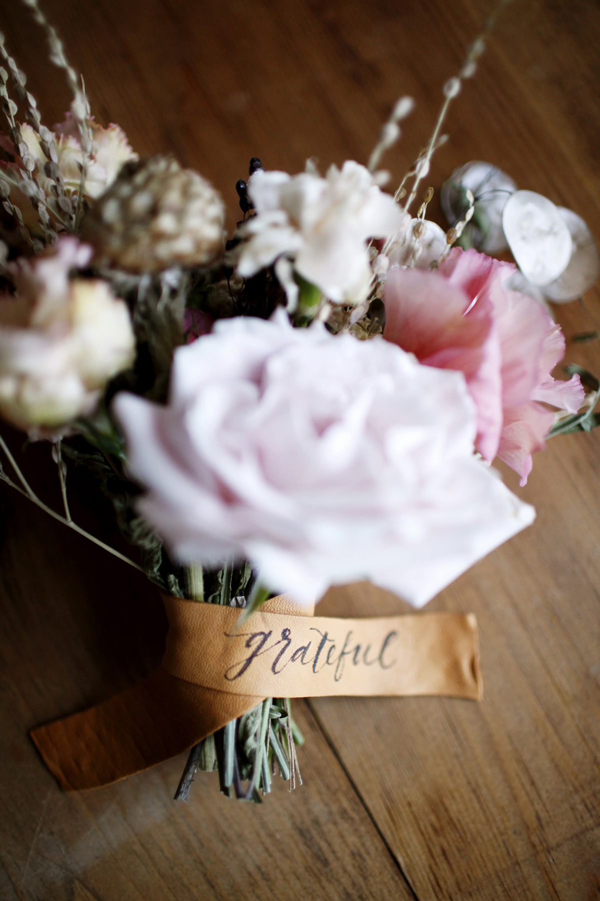 foraged-fall-posy-tutorial-mini-bouquets-for-your-thanksgiving-table-from-coco-kelley-12.jpg