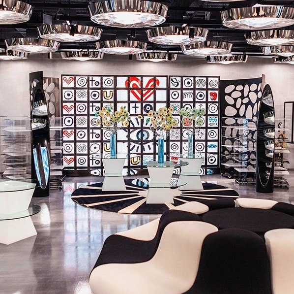 10 Corso Como  A curated mix of fashion, art, design, and books, as well as a cafe and restaurant