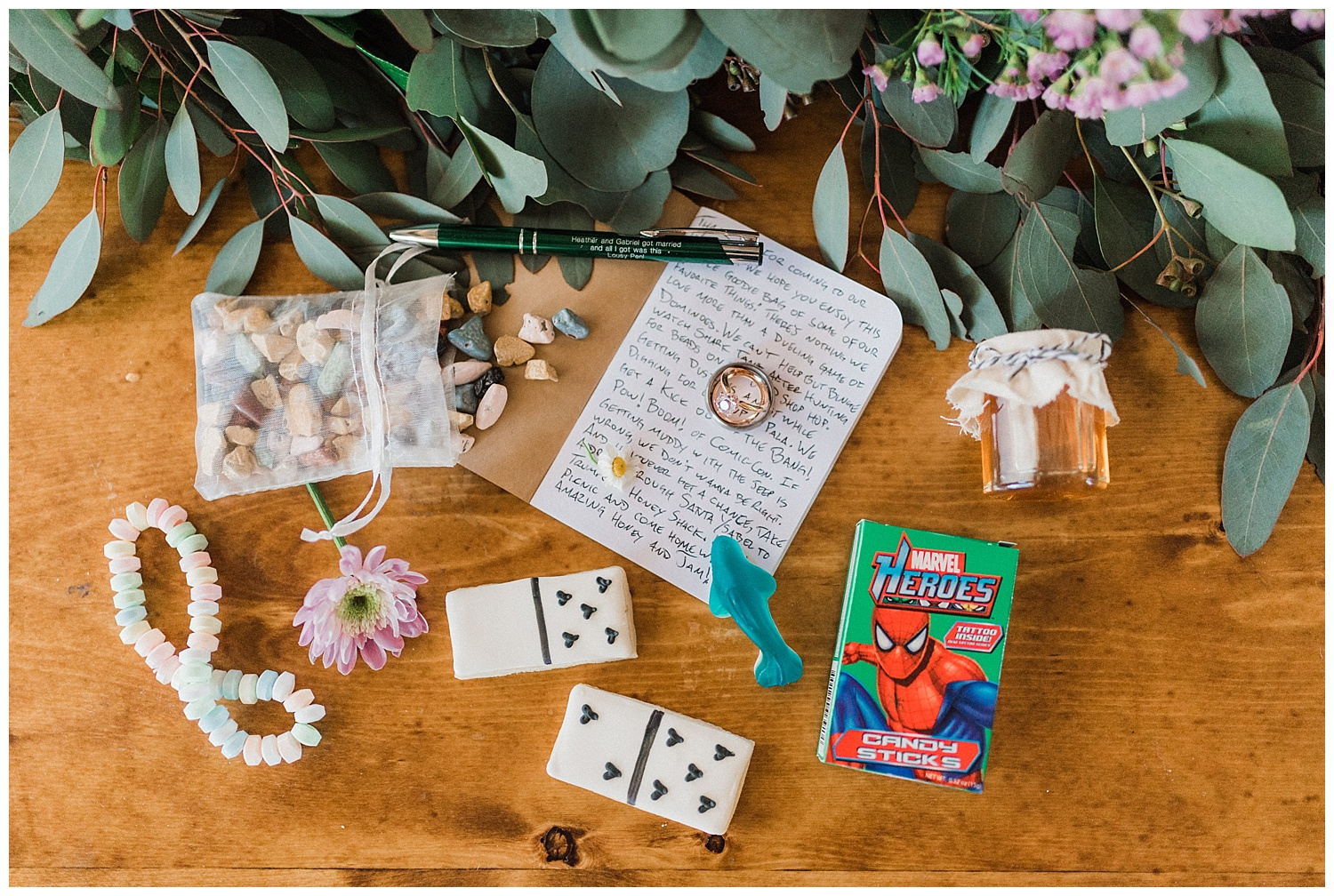 awesome-personalized-wedding-favors.jpg